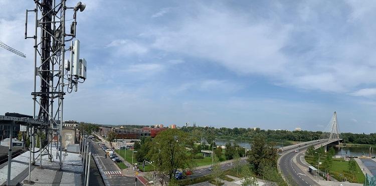 Testy 5G w Warszawie w obiektywie (aparatu i kamery)