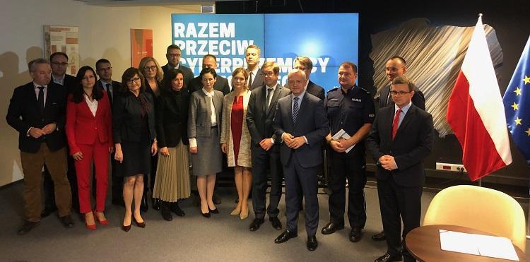 Wspólnie przeciw cyberprzemocy, Orange Polska służy dobrymi przykładami